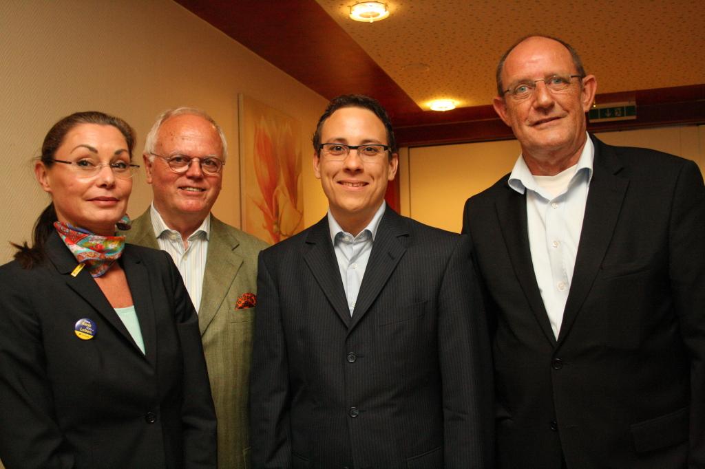 Domenique Schira, Günter E. Schmitt, Gewerbevereinsvorsitzender Mathias Föller und Holger Seyler.