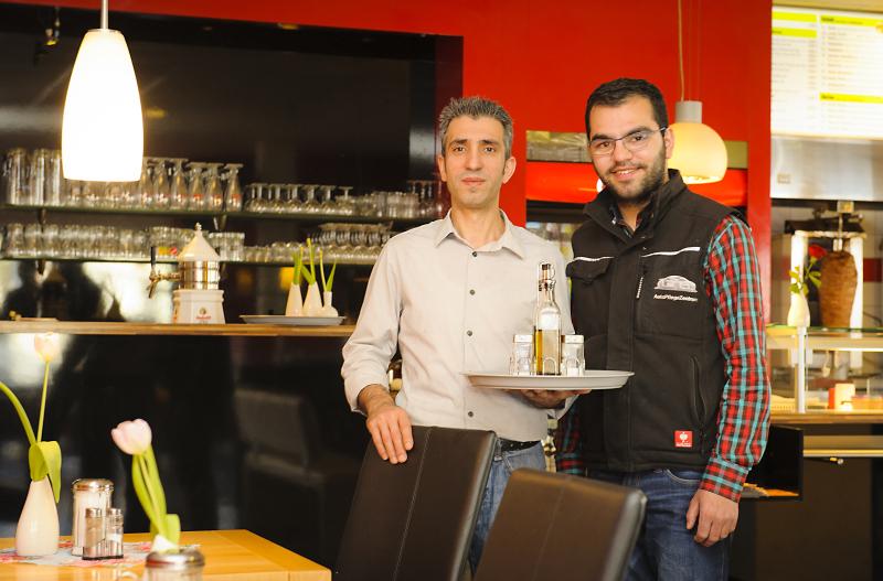 Yoldas Celik( rechts)  konnte Zeynal Yenen als Neumitglied gewinnen Foto Klaus Lippert