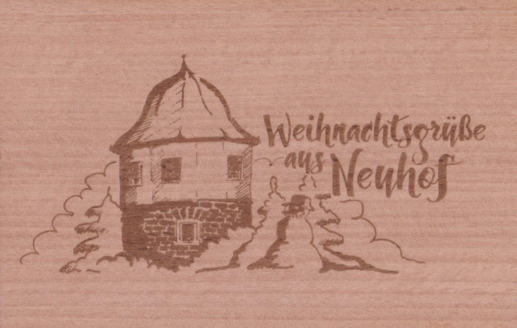 Die Holzpostkarte mit Weihnachtsgrüßen aus Neuhof. Foto: Galerie der Geschenke