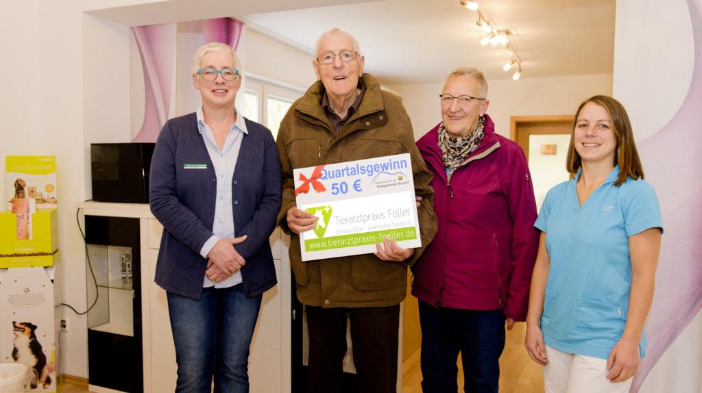 (von links): Gewinnbeauftragte Manuela Vogel, Bruno und Margarethe Gömpel sowie Daniela Föller. Foto: Fotostudio Lippert
